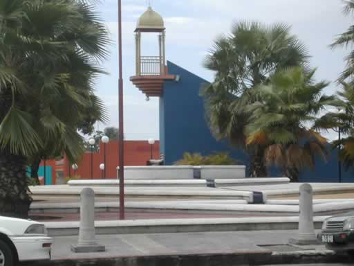 http://viajesestudiantiles.com/site/images/servicios/photobox-trinidad/St_ James_Plaza_JPG.jpg