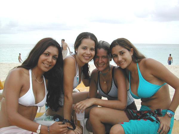 http://viajesestudiantiles.com/site/images/servicios/photobox-universitario-puntacana/UPC02H03.jpg